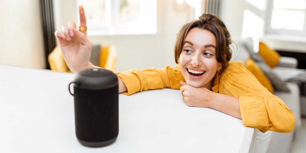 smart_speaker_woman_happy